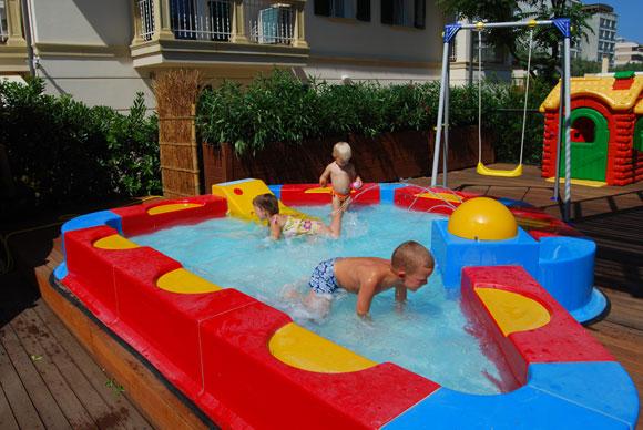 Giochi piscina per bambini ay92 regardsdefemmes - Piscine per bambini piccoli ...